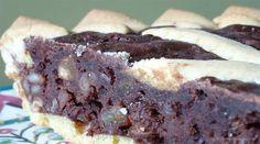 Torta co' bischeri è un dolce tipico di Pisa, precisamente di San Giuliano Terme, Pontasserchio e Vecchiano, che viene prodotto stagionalmente nel mese di aprile. Ha la forma di una crostata di pasta frolla ripiena di un impasto a base di cioccolato, riso, uvetta e pinoli. Contrariamente a quanto pensano in molti, i bischeri non
