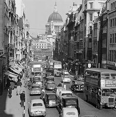 The Londonholic: John Gay: Photographer Who Embraced His Adopted Country Candid Photography, Vintage Photography, Street Photography, Fleet Street, Picture Places, London Clubs, English Heritage, Old Street, Vintage London