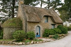 Small stone cottage with a thatched roof. Witch Cottage, Cute Cottage, Cottage Style, French Cottage, Small English Cottage, Cottage Design, House Design, Storybook Homes, Storybook Cottage