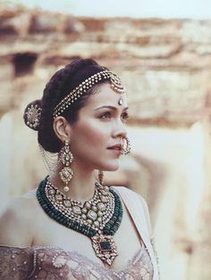 Fulfill a Wedding Tradition with Estate Bridal Jewelry Stylish Jewelry, Jewelry Sets, Fashion Jewelry, Indian Wedding Jewelry, Indian Jewelry, Indian Bridal, Bridal Necklace, Bridal Jewelry, Bridal Accessories