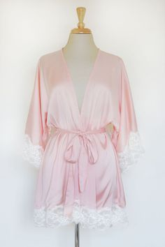 Momoko Lace Trim Silk Satin Kimono in Peach Pink by SpurTheMoment Girly Outfits, Cute Outfits, Satin Kimono, Silk Satin, Pink Silk Robe, Scream Queens, Bridesmaid Robes, Everything Pink, Belle Photo