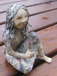 sculpture, poupée d'art, pièce unique, personnage en papier mâché et pâte à bois : Sculptures, gravures, statues par claire-des-zabeilles