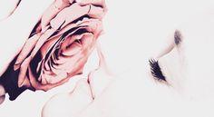 Du fragst nach einer Rose – lauf vor den Dornen nicht davon. Du fragst nach dem Geliebten – lauf vor dir selbst nicht davon.  - Mevlana Dschelaluddin Rumi