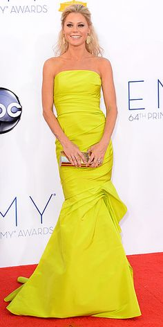 Emmys 201: Julie Bowen in a bright Monique Lhuillier mermaid gown, sparkling Swarovski clutch and Bochic's sapphire jewels.