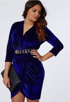 Missguided - Plus Size Velvet Wrap Dress in Cobalt Blue