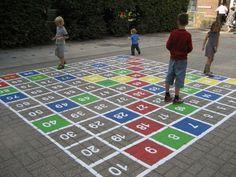 Buiten ruimte inzetten als leermiddel. Het honderdveld voor dyslecten. Lopend rekenen.
