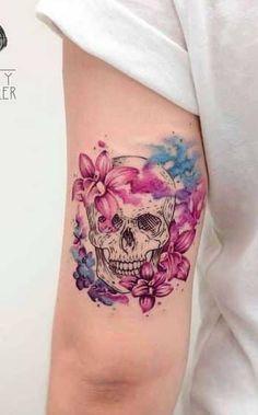 Tatto Floral, Skull Tattoo Flowers, Skull Tattoos, Flower Tattoos, New Tattoos, Shoulder Tattoos For Women, Sleeve Tattoos For Women, Caveira Mexicana Tattoo, Autism Tattoos