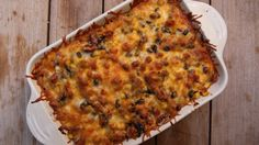 Casseroles are so made for winter! Pile on the layers (and flavors) with this Layered Spanish Casserole dish. It's cheesy and hearty, just what you need to keep warm tonight! Easy Dinner Recipes, Fall Recipes, Beef Recipes, Cooking Recipes, Rice Recipes, Dinner Ideas, Casserole Dishes, Casserole Recipes, Noddle Recipes