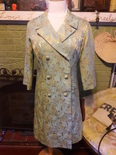 Check out this item in my Etsy shop https://www.etsy.com/listing/493915514/vintage-lesle-fay-originals-brocade-coat