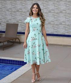"""3,374 curtidas, 231 comentários - Midi Modas (@midimodas) no Instagram: """"❤Vestido Ellen❤ . Vestido godê na estampa floral, fundo cor verde água. . Tecido: Crepe (forrado)…"""" Cotton Dress Indian, Cotton Dresses, Modest Outfits, Modest Fashion, Swing Dress, Dress Skirt, Midi Dress With Sleeves, Short Sleeve Dresses, Conservative Fashion"""