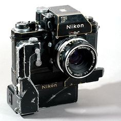 Vintage Cameras Nikon F Nikkor-H motor AA battery pack // - Antique Cameras, Vintage Cameras, Camera Photos, Accessoires Photo, Foto Fun, Camera Gear, Film Camera, Leica Camera, Black And White