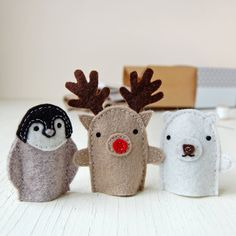 Make your own adorable winter friend finger puppets with this Christmas craft kit. They will love dancing around on your fingers. The perfect stocking filler! It's an ideal sewing kit for children an. Puppet Toys, Puppet Crafts, Felt Crafts, Kids Crafts, Felt Finger Puppets, Hand Puppets, Felt Puppets, Puppet Making, Felt Toys