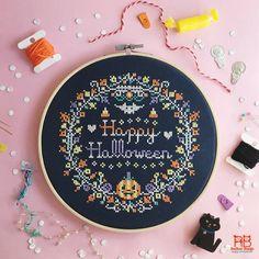 Happy Halloween, Spooky Halloween Crafts, Halloween Prop, Halloween Witches, Halloween Quotes, Funny Halloween, Halloween Decorations, Halloween Patterns, Cross Stitching