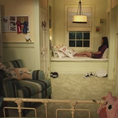 I love this room for a girl! Lovely Undergrad: Emily's Room | Pretty Little Liars Decor