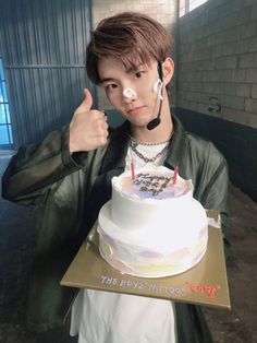 Changmin The Boyz, Bae, Chang Min, The Colour Of Spring, A Love So Beautiful, Kpop, Cute Korean, Boyfriend Material, Birthday Cake