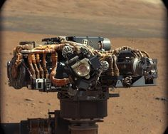 This image shows the Mars Hand Lens Imager (MAHLI) on NASA's Curiosity rover, with the Martian landscape in the background. The image was taken by Curiosity's Mast Camera on the Martian day, or sol, of operations on the surface (Sept. Nasa Curiosity Rover, Curiosity Mars, Sonda Curiosity, Mars Discovery, Discovery News, Mars Science Laboratory, Mechanical Design, Space Travel, Mars