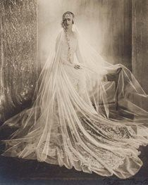 Vintage bride. ❤ the veil!