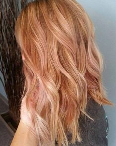 50 irresistible rose gold hair color looks like you can pull off this trend - new hair cuts - Light strawberry blonde with subtle rose balayage - Red Hair With Blonde Highlights, Red Blonde Hair, Blonde Color, Gold Highlights, Color Red, Gold Colour, Blonde Waves, Blonde Hair With Copper Highlights, Blonde Hair Red Lowlights