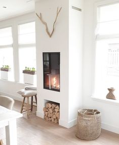 Fireplace Built Ins, Fireplace Mantels, Style At Home, Getting Cozy, Scandinavian Interior, Home Fashion, Interior Inspiration, Decoration, Sweet Home