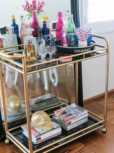 Bar Cart Ideas - There are some cool bar cart ideas which can be used to create a bar cart that suits your space. Having a bar cart offers lots of benefits. This bar cart can be used to turn your empty living room corner into the life of the party. Bar Ikea, Canto Bar, Bar Deco, Glamour Decor, Gold Bar Cart, Bar Cart Styling, Decoration Inspiration, Decor Ideas, Bar Furniture