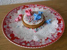 Viltpakketje van Atelier de MarLijn Birthday Cake, Desserts, Food, Atelier, Tailgate Desserts, Deserts, Birthday Cakes, Essen, Postres