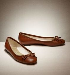 Brown Ballet Shoes, Brown Flat Shoes, Ballet Flats Outfit, Fashion Shoes, Fashion Accessories, Cute Flats, American Eagle Men, Mens Outfitters, Beautiful Shoes