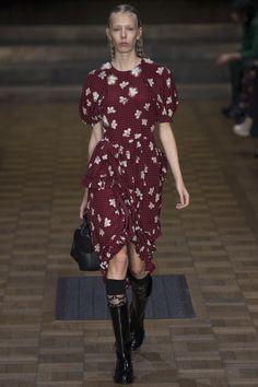 Simone Rocha Spring 2017 Ready-to-Wear Fashion Show - Zosia Cychol
