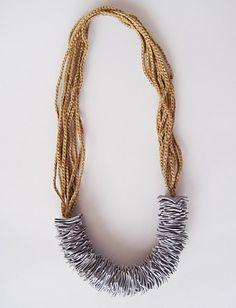 collar: cadenetas y tejido