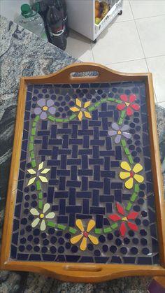 Mosaic Crafts, Mosaic Projects, Projects To Try, Mosaic Tray, Cds, Mosaic Designs, Trays, Pattern Design, Mandala
