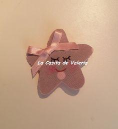 Pinza Cocodrilo Estrella de topitos en rosa-gris.
