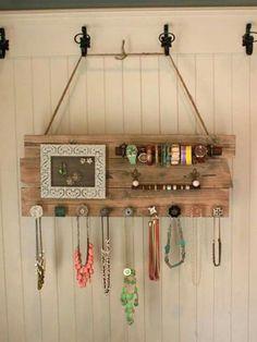 Door knob board collar diy, diy jewelry holder frame, diy jewelry hanger, h Jewellery Storage, Jewellery Display, Jewelry Organization, Jewellery Box, Jewellery Earrings, Stud Earrings, Necklace Storage, Marco Diy, Wood Crafts