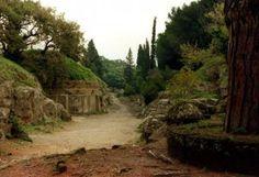 A tan sólo unos 40 kilómetros de #Roma encontramos la singular ciudad de #Cerveteri, situada al norte del Lacio y famosa por sus necrópolis. http://www.guias.travel/blog/la-necropolis-etrusca-de-banditaccia-en-cerveteri-patrimonio-de-la-humanidad/ #turismo #Italia