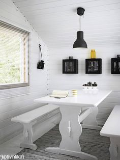 Bright white helps this small summer house dining area feel more spacious. Home Interior Design, Interior Architecture, Small Summer House, Scandi Living, White Room Decor, Summer Cabins, Cottage Interiors, Little Houses, Home Accents