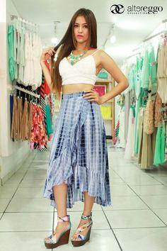 Crop top + falda = a una combinación super nice. #Moda #FALDA #CropTop