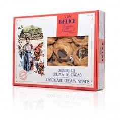 Realizate dupa o reteta traditionala, cuiburile cu crema fina de cacao de la Via Delice reprezinta gustarea dulce ideala pentru perioadele aglomerate din timpul zilei sau pentru a va impresiona musafirii. Cuiburile cu crema de cacao sunt frumos aranjate intrun ambalaj elegant, constituindu-se astfel si intrun cadou potrivit pe care sa il oferiti prietenilor vostri.