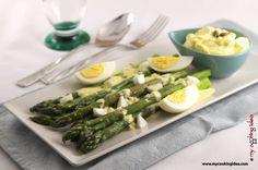 Asparagi grigliati con salsa all'uovo, ricetta