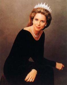 Queen-Noor-al-Hussein-of-Jordan.png (501×629)