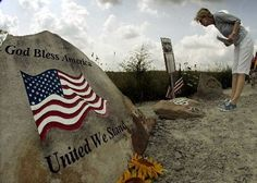 Temporary memorial near the crash site of United Flight 93 in Shanksville, Pennsylvania on September 2001 Twin Towers Falling, 911 Twin Towers, United Airlines Flight 175, Flight 93 Memorial, 11. September, We Will Never Forget, Memorial Museum, United We Stand, American Revolutionary War