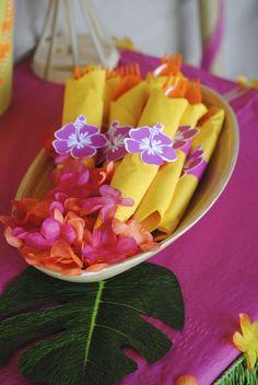 Hawaiian Luau Birthday Party Ideas   Photo 1 of 9