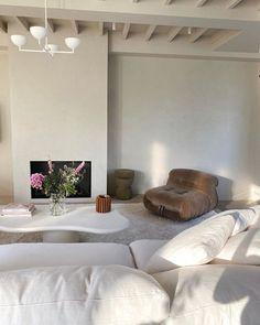 white and brown living room aesthetics // living room decor ideas // brown sofa and white sofa and coffee table Room Interior, Home Interior Design, Interior Architecture, Home Living Room, Living Room Decor, Living Spaces, Sala Vintage, Lounge Decor, Dream Home Design