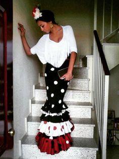 Falda de flamenca negra con lunares blancos y camisa blanca @flamencasconarte @arabiasmile Flamenco Costume, Dance Costumes, Dance Outfits, Dance Dresses, Play Clothing, Polka Dot Party, Mexican Outfit, Spanish Fashion, Trumpet Skirt