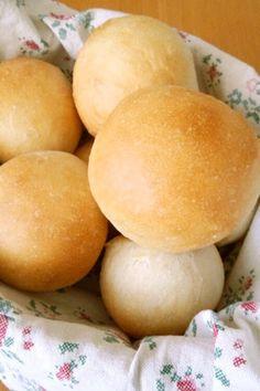 材料は超シンプル!モチモチお食事パン