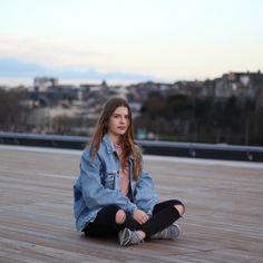 """Résultat de recherche d'images pour """"juste zoe"""" Juste Zoe, Youtubers, Rain Jacket, Windbreaker, Hipster, Photos, Photo And Video, Stars, Instagram"""