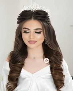 Pin on Hair styles Pin on Hair styles Bridal Makeup Looks, Bride Makeup, Wedding Hair And Makeup, Quince Hairstyles, Bride Hairstyles, Bridal Hair Buns, Quinceanera Hairstyles, Long Hair Wedding Styles, Front Hair Styles