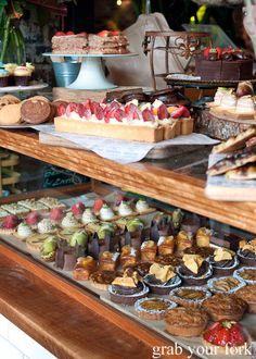 Pin by Nicole Frey on Café einrichtungen Rustic Bakery, Bakery Decor, Bakery Interior, Cafe Display, Bakery Display, Bakery Shop Design, Coffee Shop Design, Bakery Store, Bakery Cafe