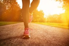 Meditatie tijdens het joggen, oftewel mindfulness rennen http://herhealth.nl/meditatie-tijdens-het-joggen-oftewel-mindfulness-rennen/