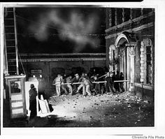 A lynch mob batters down the Santa Clara County Jail door in San Jose to get at Thomas Thurmond and John M. Holmes, the suspects in the kidnap and murder of Brooke Hart. Photo: Chronicle File Photo / SF This Day in History: Nov 26, 1933: Vigilantes in California lynch two suspected murderers http://dingeengoete.blogspot.com/