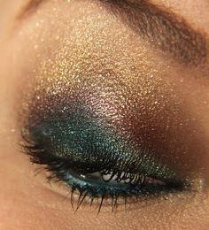 Peacock color eye shadow... Really pretty.. Wish I had seen this for prom