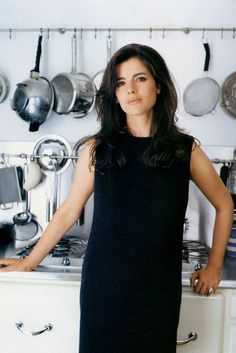 First Vogue Column Nigella Lawson - December A few of my favourite things. Cooking, fashion and glamour.Nigella Lawson - December A few of my favourite things. Cooking, fashion and glamour. Fashion Vestidos, Nigella Lawson, Domestic Goddess, Oui Oui, Cindy Crawford, Vogue Magazine, Perfect Woman, Portrait, Beautiful People