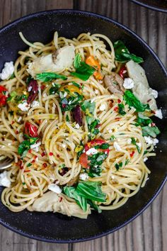Simple Mediterranean Olive Oil Pasta The Mediterranean Dish. A favorite and super light pasta dish where the sauce is quality extra virgin olive oil with garlic. Adding parsley, tomatoes and couple more Mediterranean flavors makes this dish the perfect Easy Mediterranean Diet Recipes, Mediterranean Pasta, Mediterranean Breakfast, Vegetarian Recipes, Cooking Recipes, Healthy Recipes, Seafood Recipes, Recipes Dinner, Cooking Corn